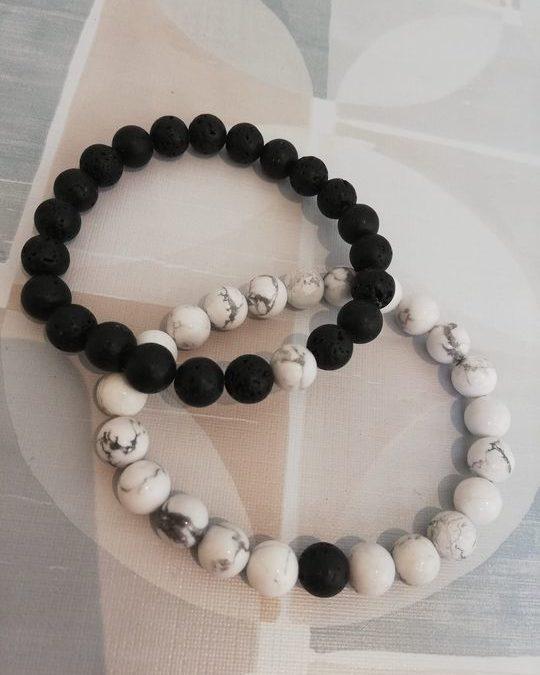 Cette paire de bracelet est pour les amoureux à distance, ceux
